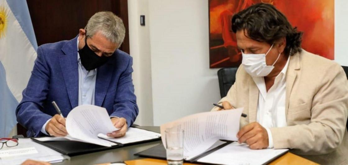El Gobernador firmó convenios para construir 2.500 viviendas en la provincia